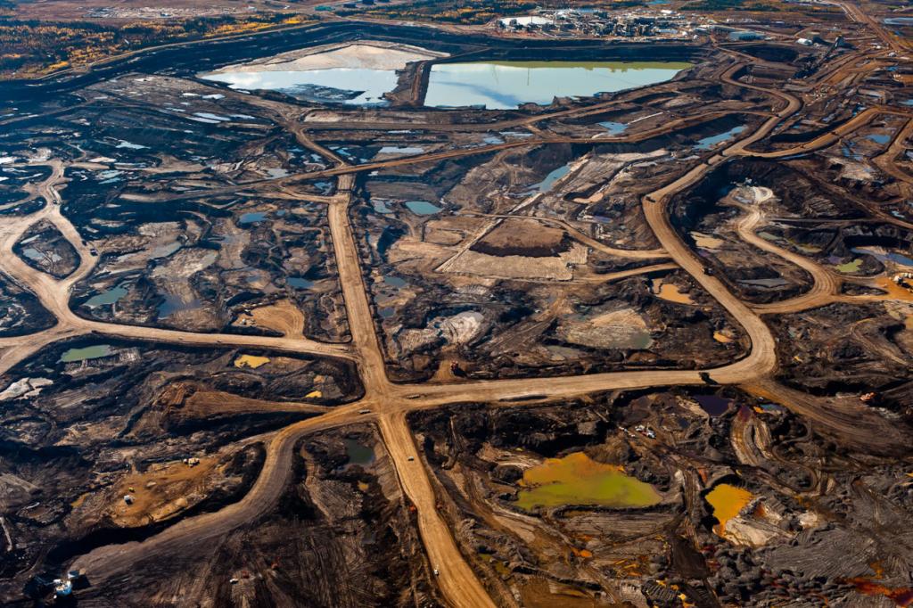 Naftos kasyba Kanadoje