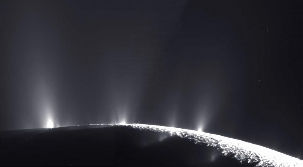 Encelado čiurkšlės. Cassini nuotrauka. ©NASA/JPL