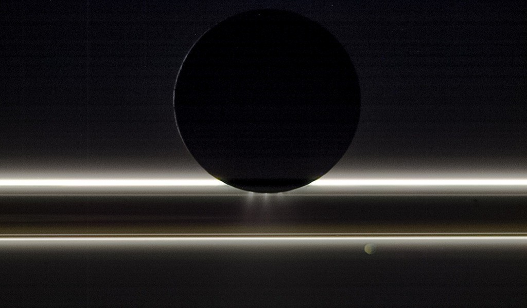 Enceladas, Saturnas ir Pandora. ©NASA/JPL