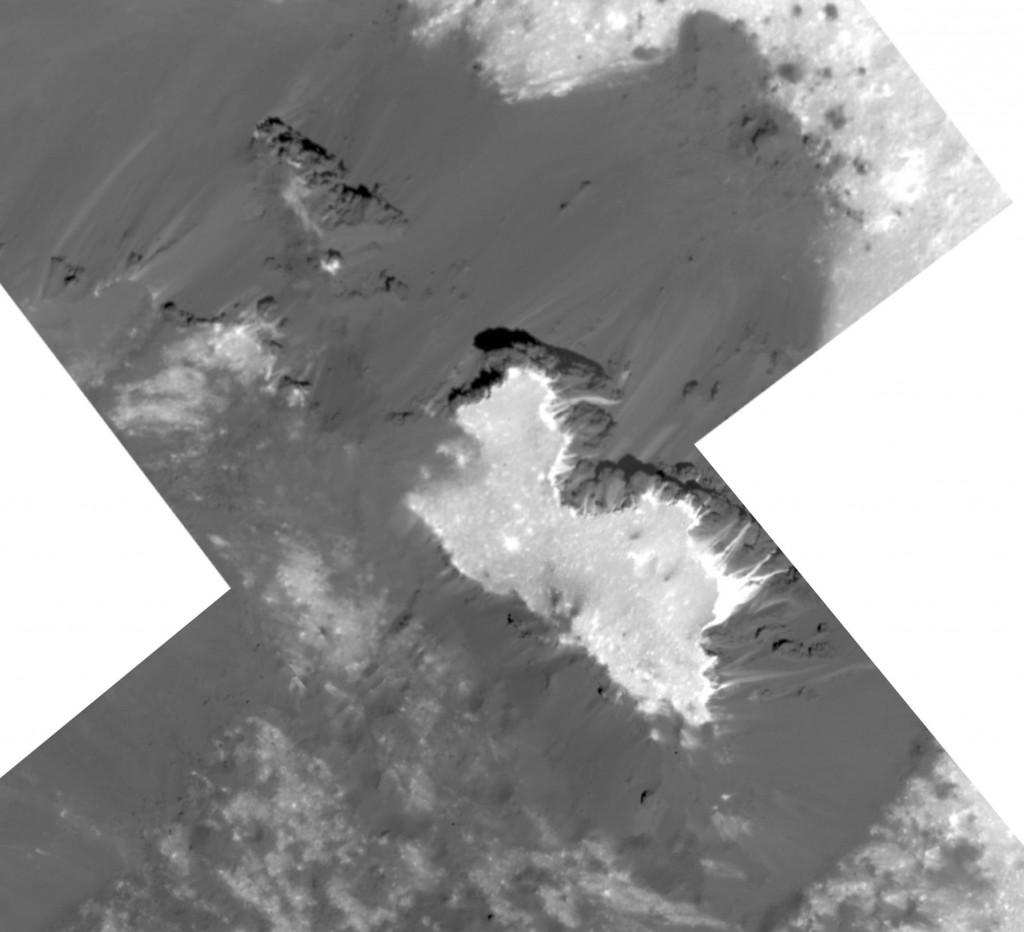 Šviesi kalva Cereros Cerealijos šviesumos regione. Šaltinis: NASA/JPL-Caltech/UCLA/MPS/DLR/IDA