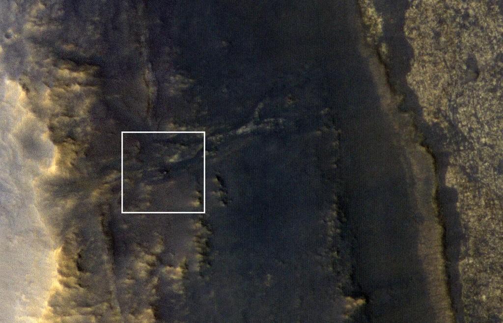 Opportunity po audros. Marso apžvalgos zondo HiRISE prietaisu daryta nuotrauka. Šaltinis: LPL (U. Arizona), NASA