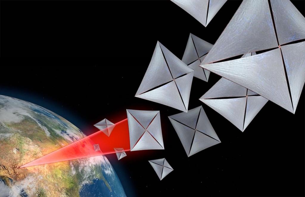 Breakthrough Starshot idėjos vizualizacija: daugybė mažyčių zondų su plačiomis šviesos burėmis, įgreitinami lazerio spinduliu iš Žemės ar jos aplinkos. Šaltinis: Breakthrough Initiatives